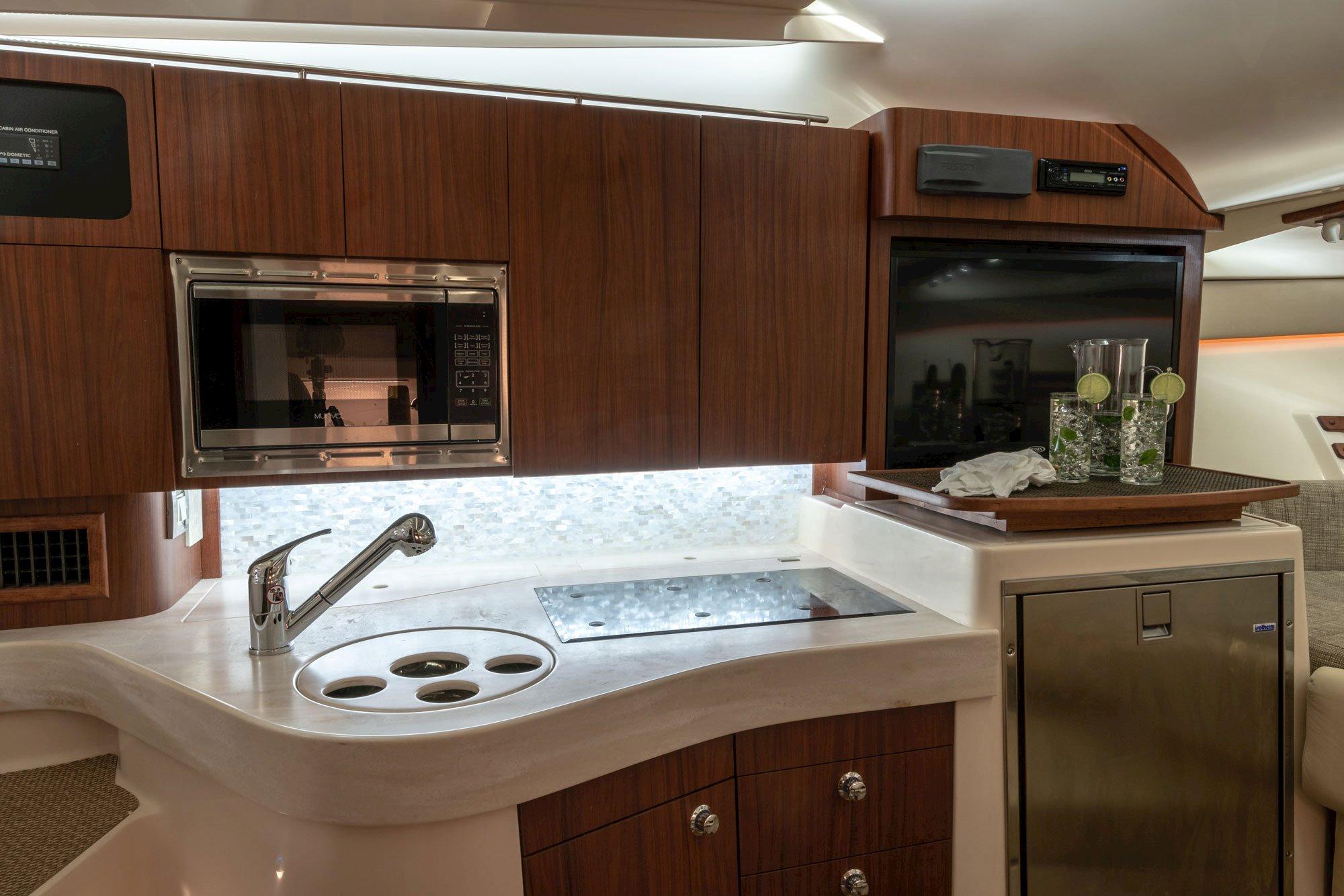 83285cfc9bdeea Grady-White | Express 330 Express Cabin