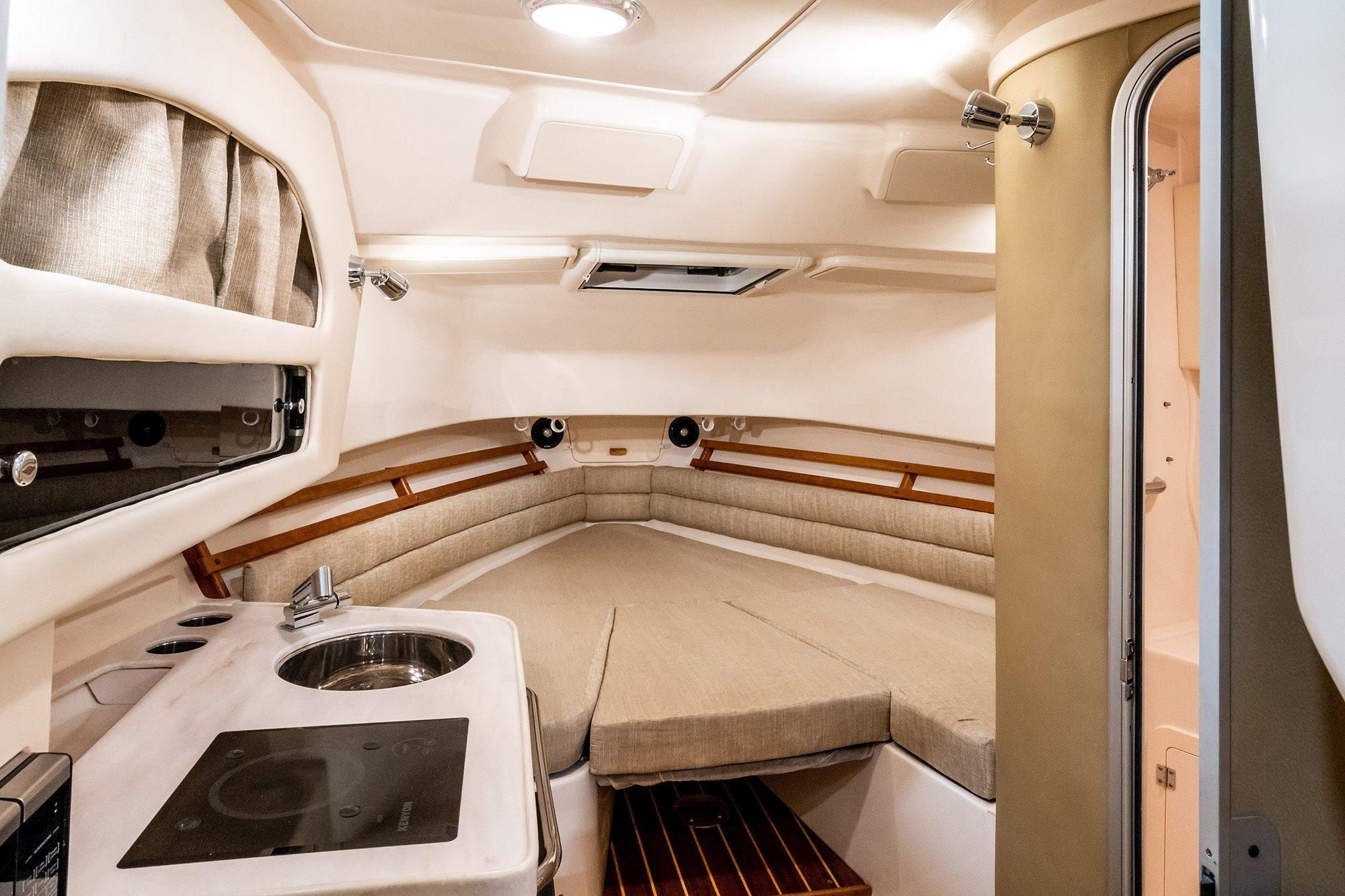 Grady-White | Marlin 300 Walkaround Cabin