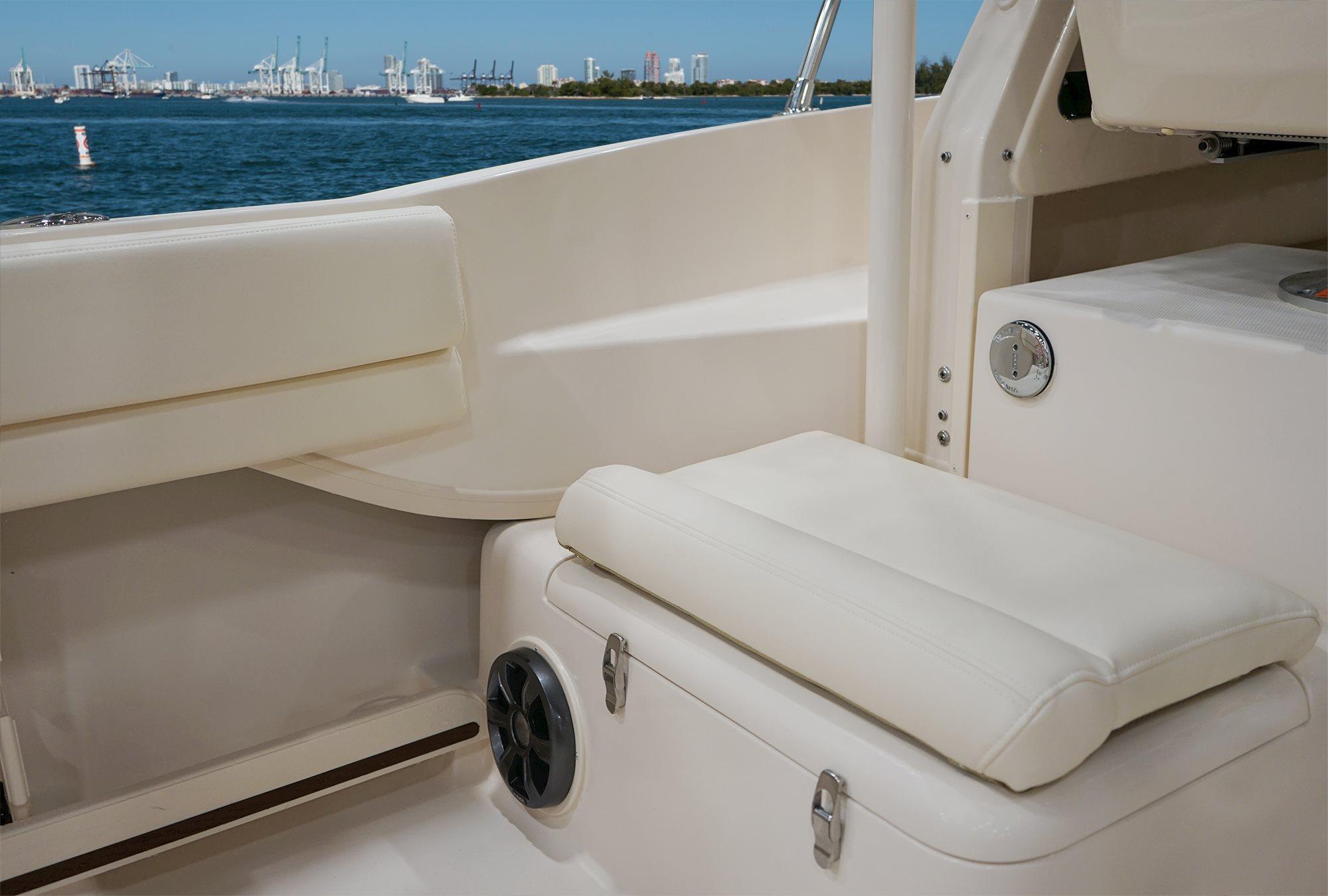 Grady-White | Gulfstream 232 Walkaround Cabin