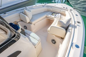 Grady-White Canyon 271 27-foot center console bow overall