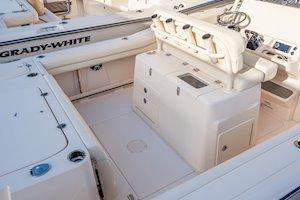 Grady-White Canyon 271 27-foot center console cockpit