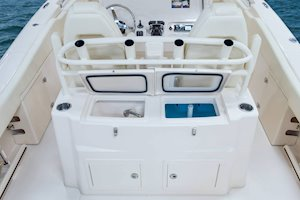 Grady-White Canyon 306 30-foot center console lean bar livewell
