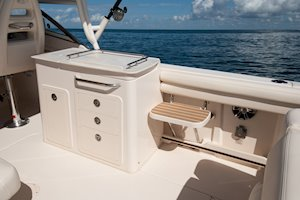 Grady-White Freedom 275 27-foot dual console boat wet bar cockpit step