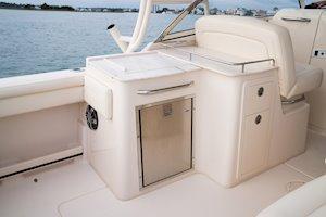 Grady-White Freedom 285 28-foot dual console boat wet bar
