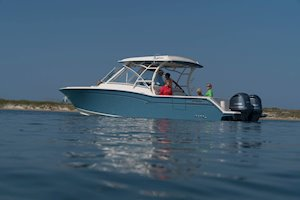Grady-White Freedom 325 32-foot dual console fishing boat cruising