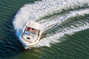 Grady-White Freedom 232 23-foot walkaround cabin fishing boat running in turn