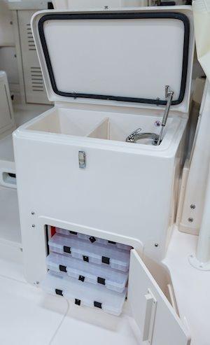 Grady-White Marlin 300 30-foot walkaround cabin boat rigging station