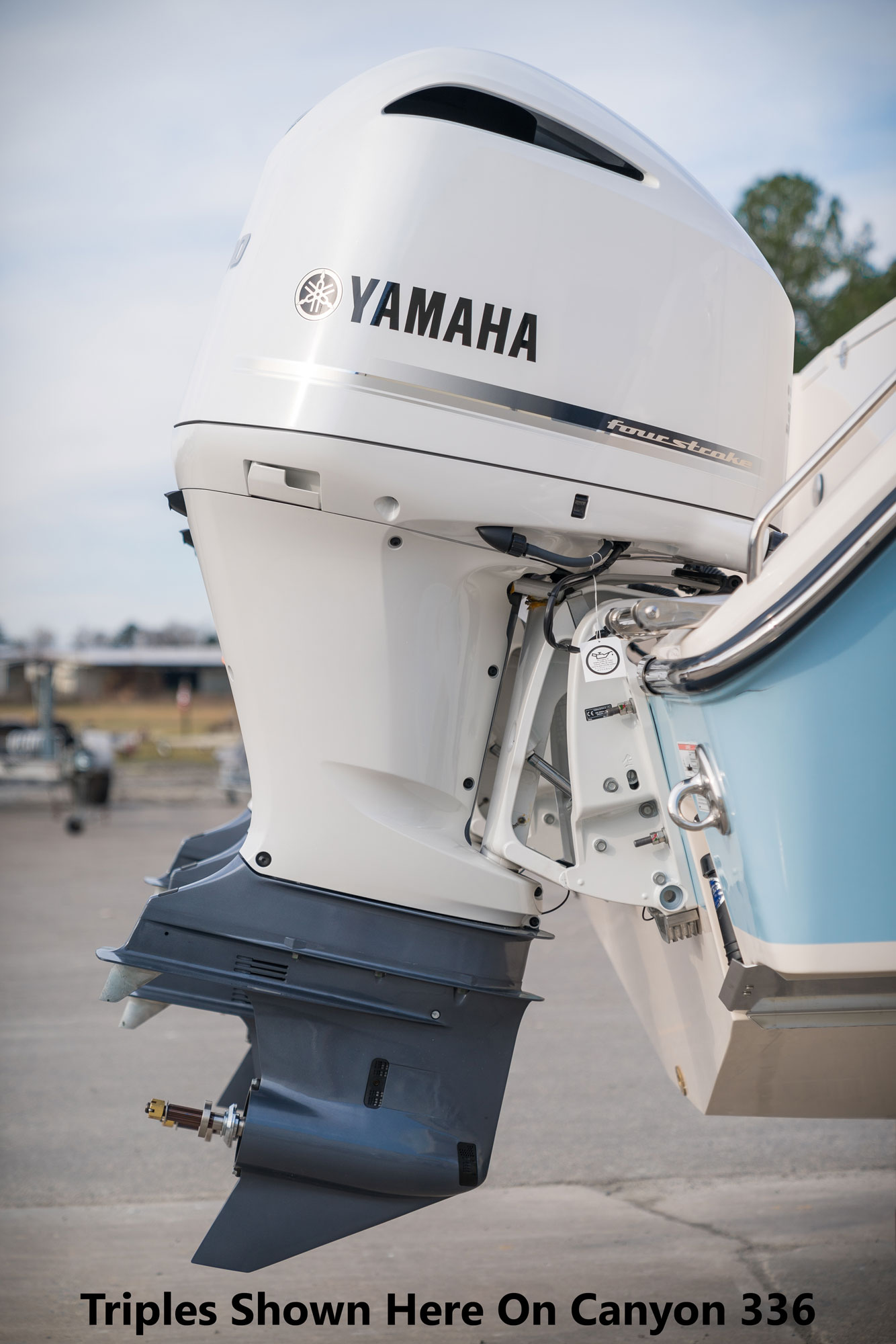 Fisherman 236 23 foot center console Yamaha factory-painted engine in pearlescent white