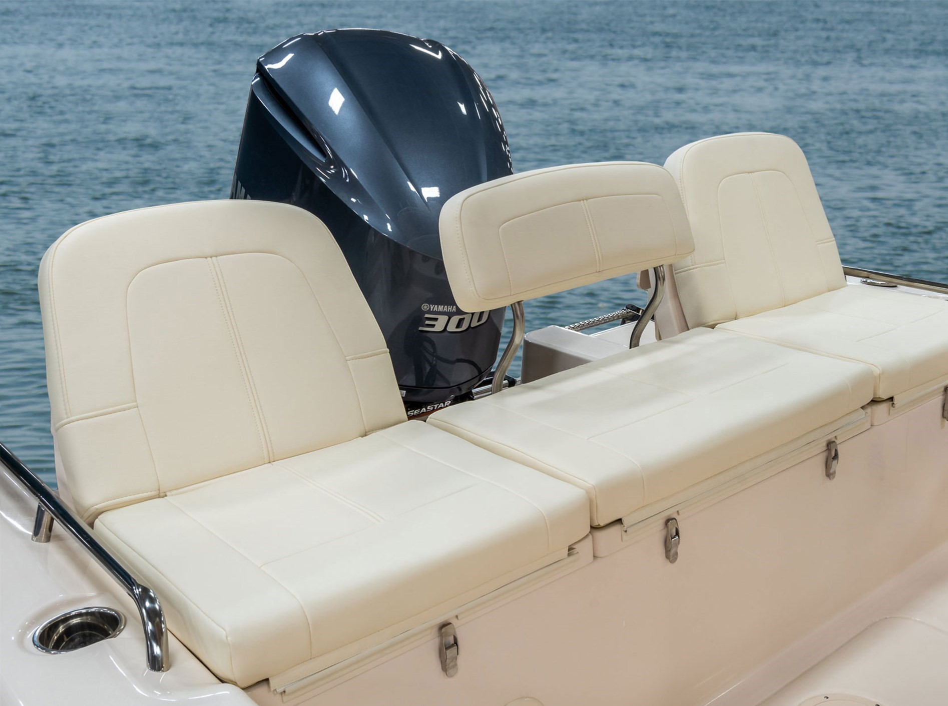 Grady-White 251 CE, 25-foot coastal explorer aft bench seat with port and starboard folding backrests and under seat drop-in boxes