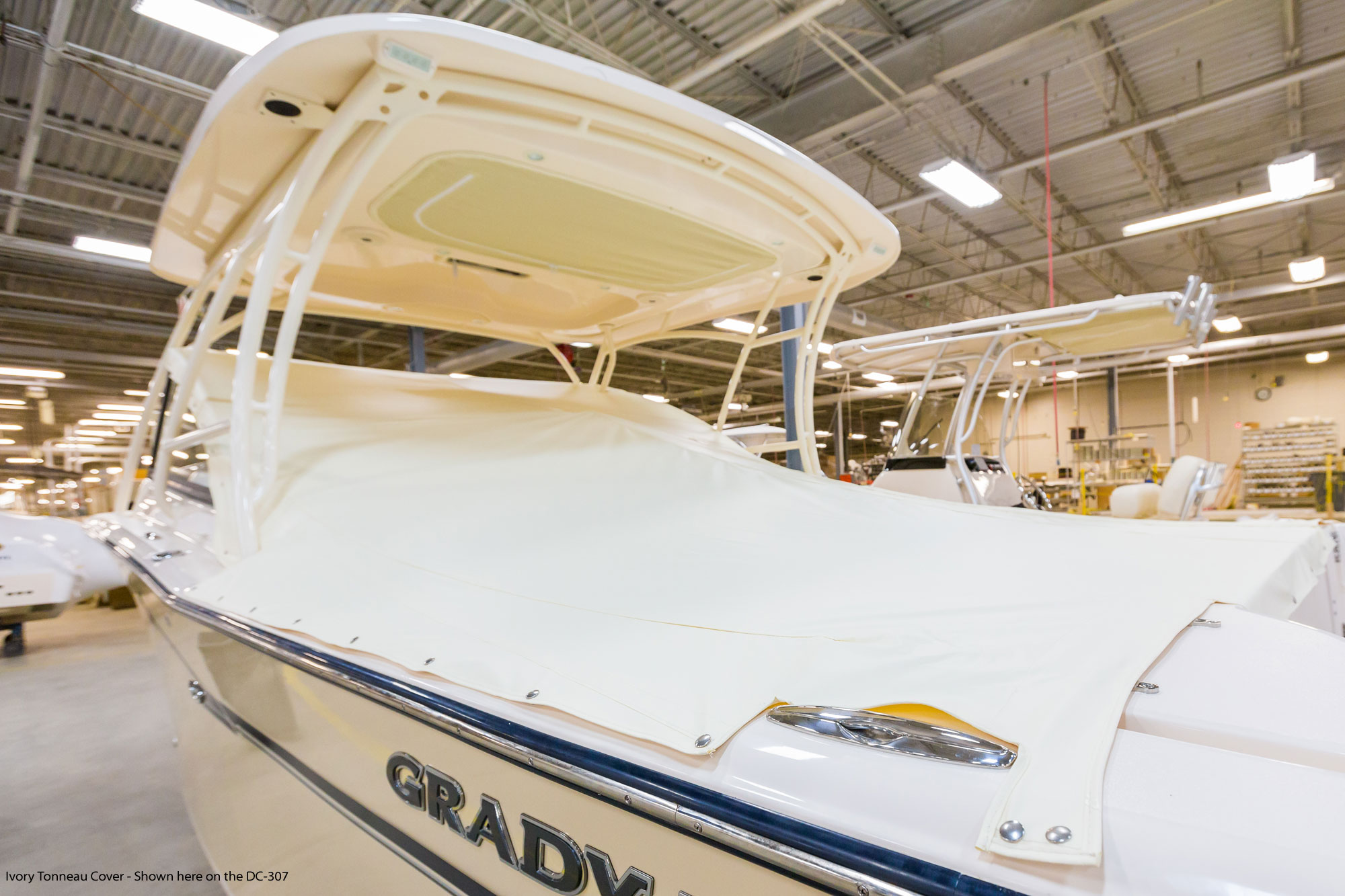 Grady-White Freedom 255 25-foot dual console ivory tonneau cover