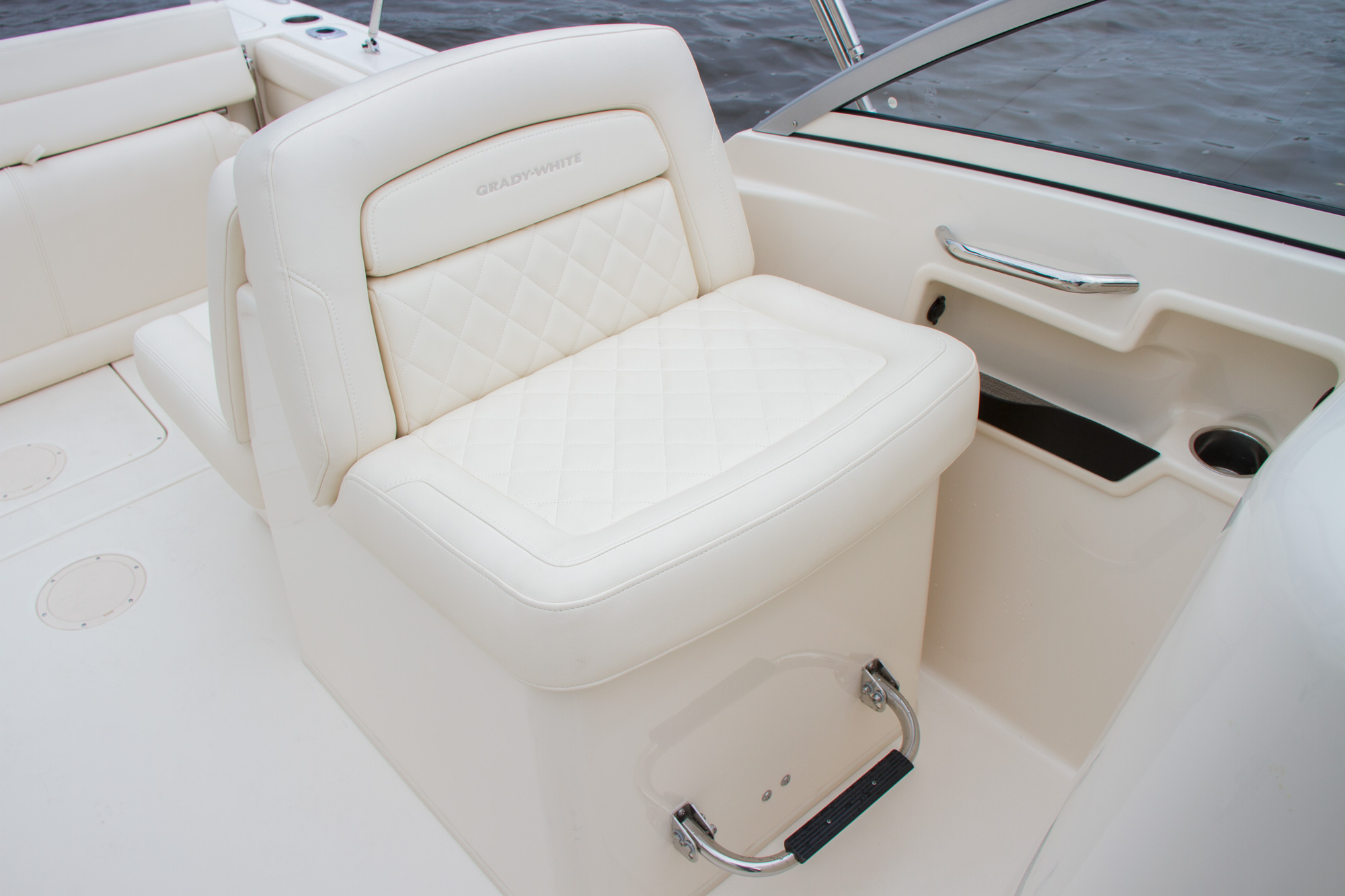 Grady-White Freedom 235 23-foot dual console companion seat