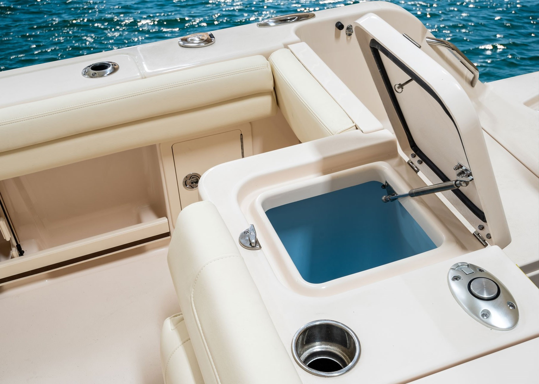 Grady-White Freedom 235 23-foot dual console aft livewell