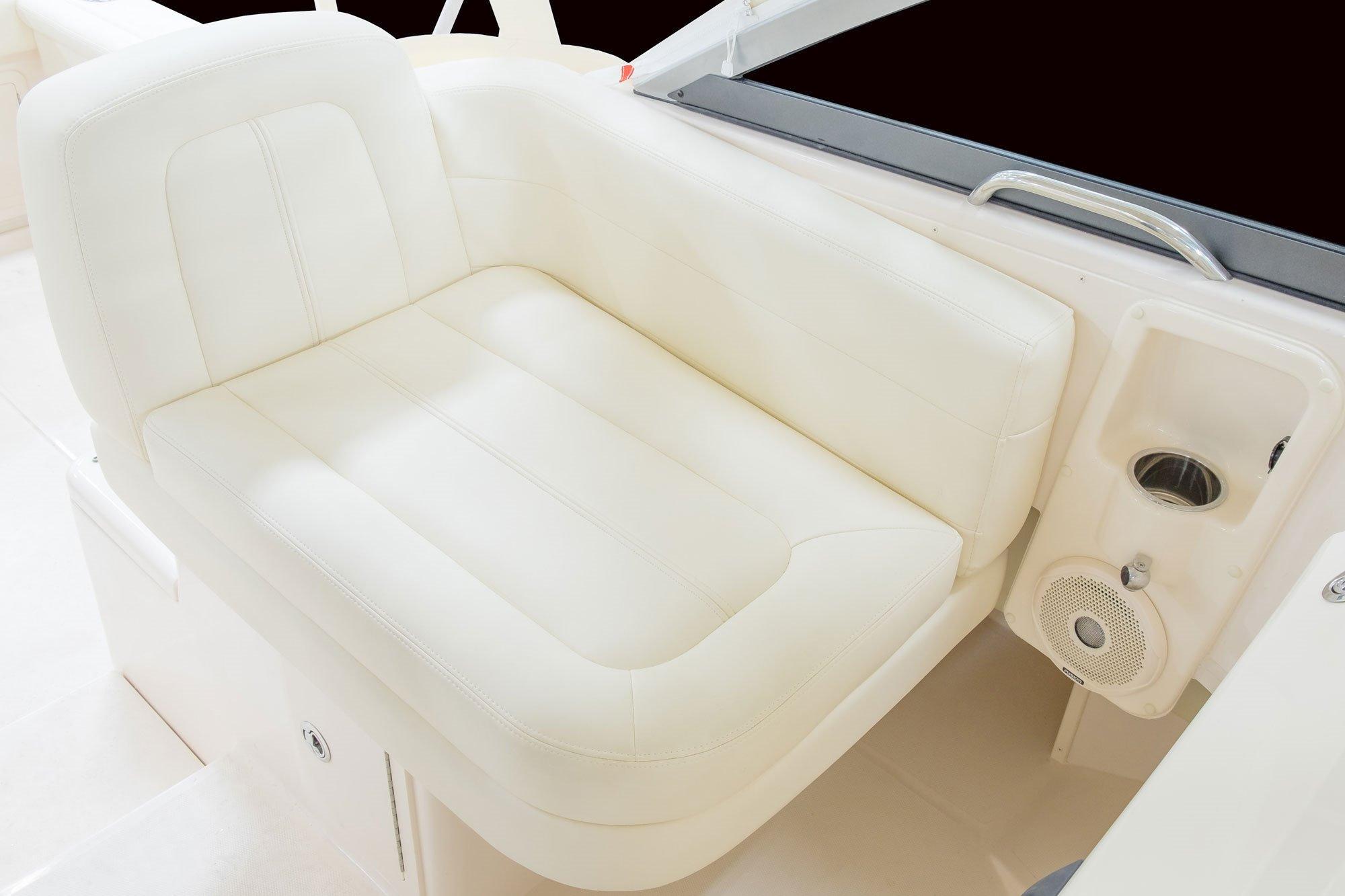 Grady-White Marlin 300 30 foot Walkaround Cabin Boat Companion Seating