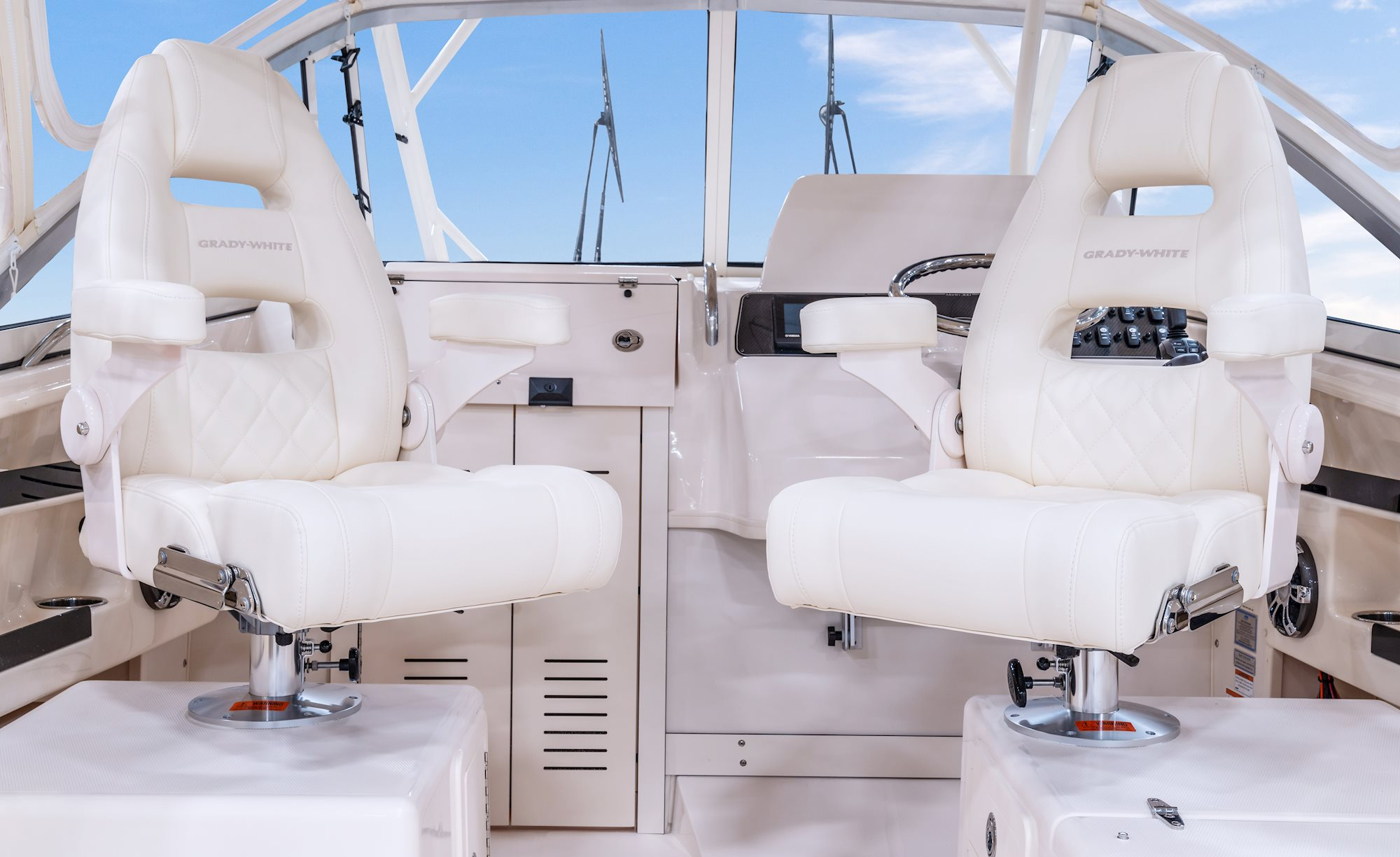 Grady-White Marlin 300 30 foot Walkaround Cabin Boat Command Elite Helm And Companion Chairs 2000