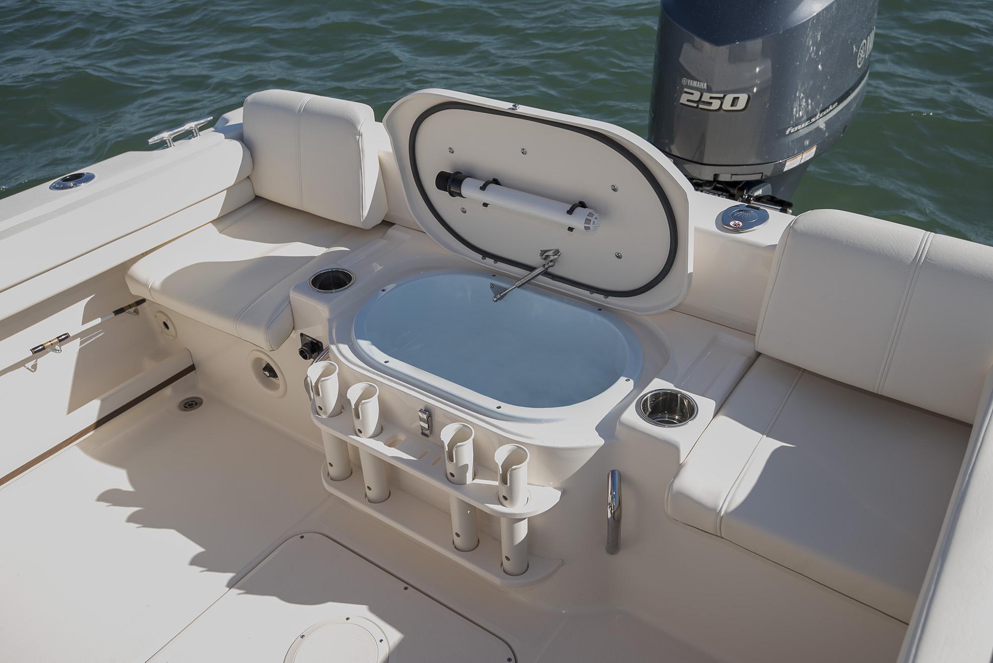 Grady-White Seafarer 228 22 Walkaround Cabin Boat Livewell