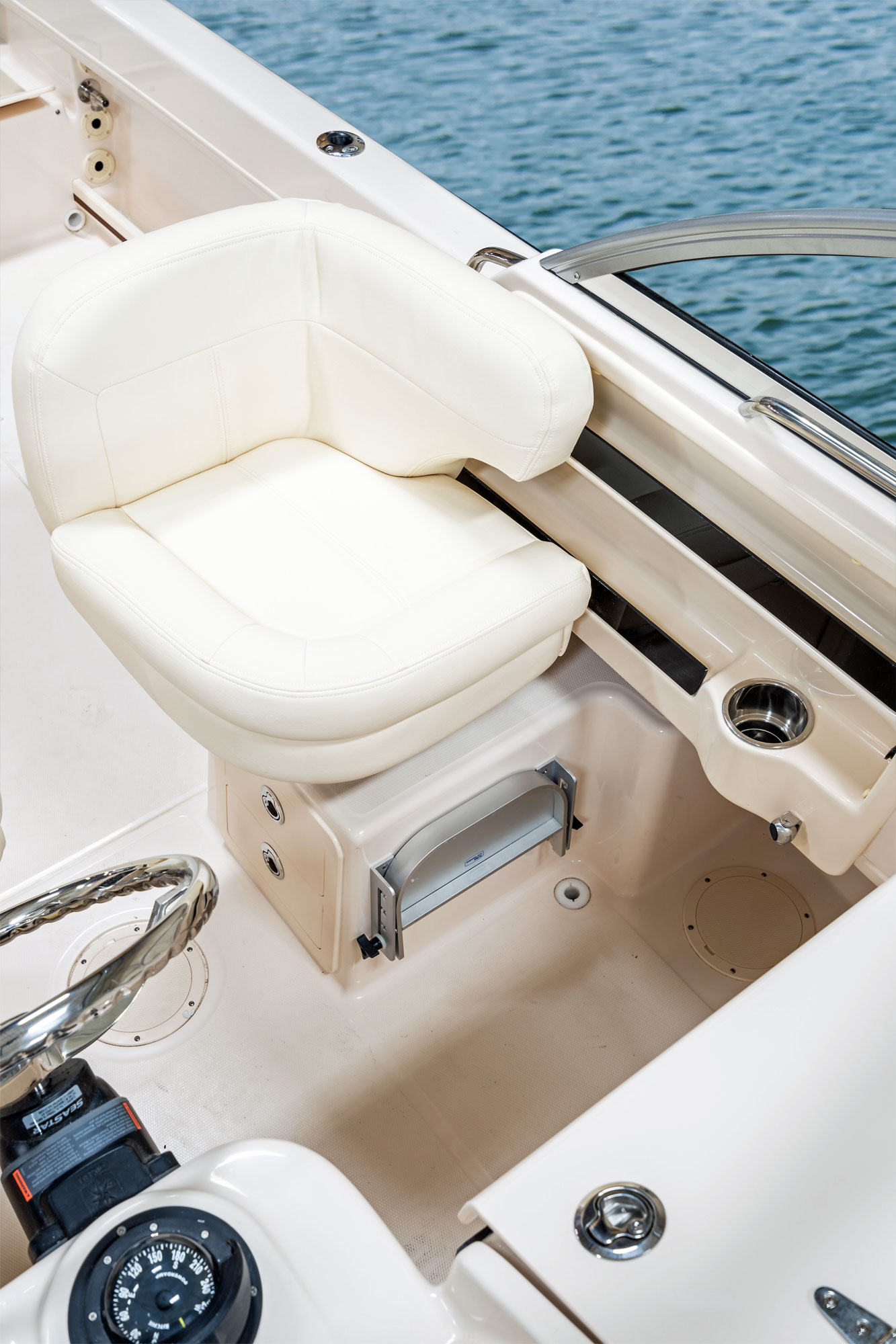 Adventure 208 Grady White 20 Walkaround Cabin Boat Companion Bench Seat