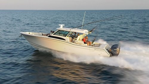 <em>Canyon 456</em> on the water