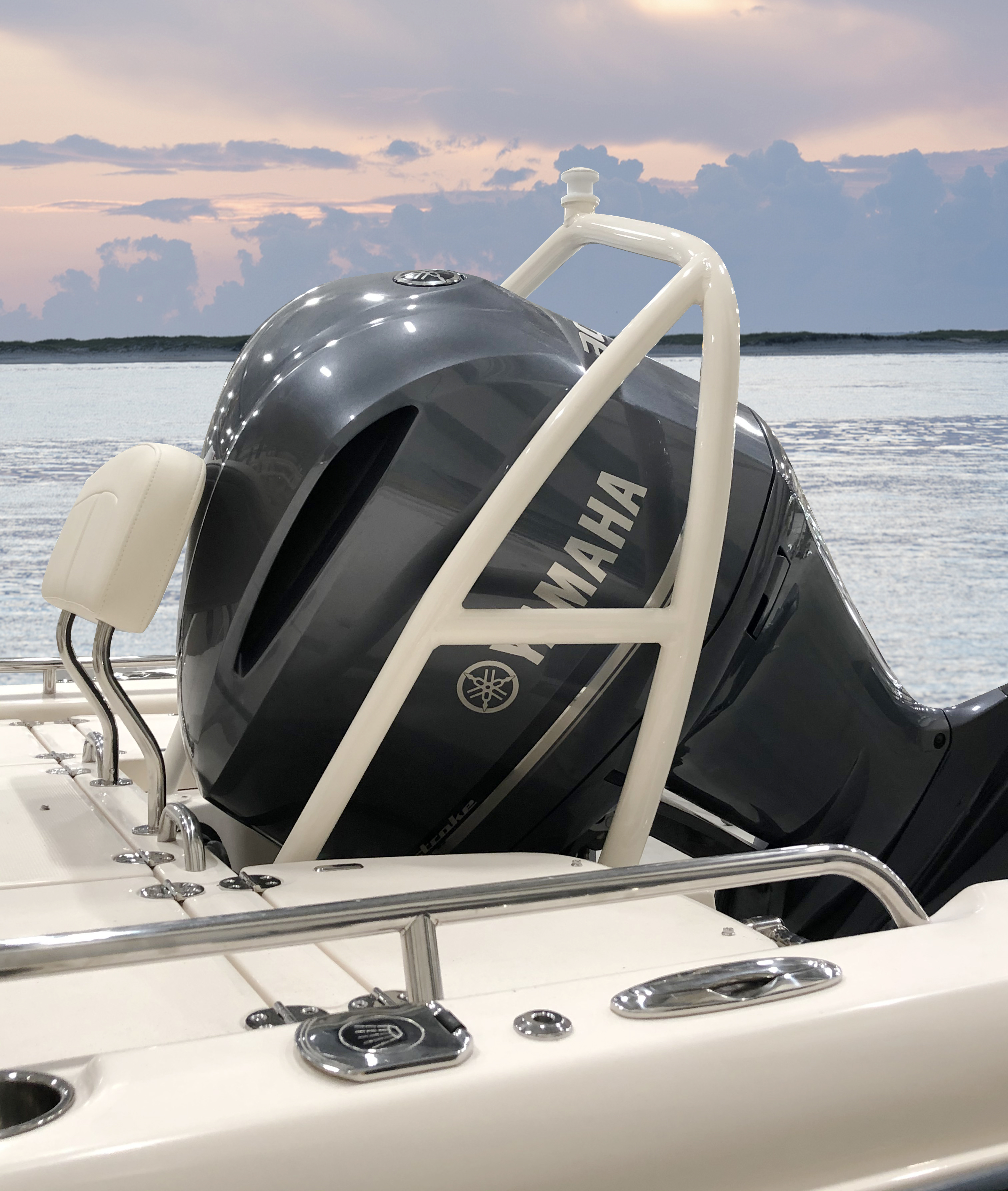 Grady-White Coastal Explorer 251, 25-foot bay boat with permanently mounted ski arch