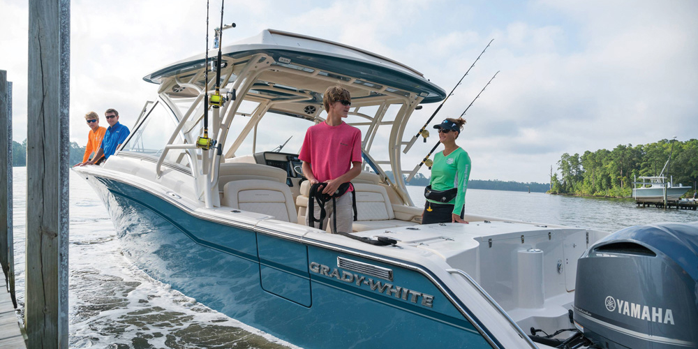 Grady-White's Freedom 325 is an exceptional dual console, just right for family boating.