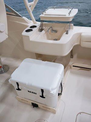 Grady-White Freedom 235 23-foot dual console wet bar